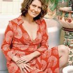 Patricia Pillar mostra o colo num decote sensual e um vestido estampado, com um ar de mistério (Foto: divulgação)