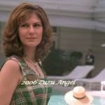 Patricia Pillar interpretando Juju Angel com visual retrô (Foto: divulgação)