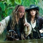 Piratas do Caribe - Jack Sparrow (Johnny Depp) e Angelica (Penelope Cruz).