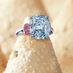 Diamante Azul e Rosa - Este diamante de 6,01 quilates foi arrematado em outubro de 2011 por US$ 10 milhões (R$ 17,5 milhões) em um leilão da Sotheby's em Hong Kong. (Foto: divulgação)