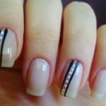 Os adesivos são mais práticos para fazer as unhas decoradas e dá  para você mesma colar nas unhas. (Foto: divulgação)
