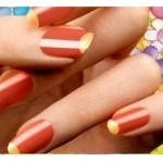 Miçangas, pedras, pérolas e glitter são produtos bastante usados pelas manicures especializadas em arte para as unhas. (Foto: divulgação)