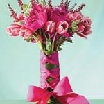 São nos gestos mais simples que os verdadeiros sentimentos se revelam, como o ato de dar e receber flores. (Foto: divulgação)