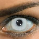 Antes elas eram apenas adereços para mudar a cor dos olhos e experimentar um reflexo um pouco diferente em frente ao espelho. (Foto: divulgação)