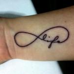 A criatividade na hora de tatuar o símbolo faz a diferença. (Foto: divulgação)