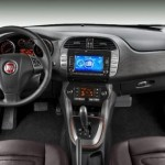 Na nova lista de itens de série o destaque vai para o volante multifuncional e o rádio NAV com tela de 6,5 polegadas