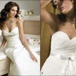 Os vestidos tomara que caia podem sere usados em casamento durante o dia ou a noite, independente do tipo de celebração. (Foto: divulgação)