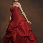 Tomara que caia vermelho, perfeito para noivas ousadas. (Foto: divulgação)