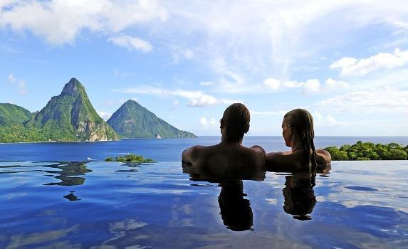 A piscina com borda infinita pode ter o mar como a sua continuidade.