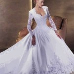 Os detalhes fazem toda a diferença e deixam os vestidos de noiva com manga ainda mais bonitos. (Foto: divulgação)