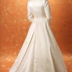 Entre o clássico e o moderno, o vestido de noiva com manga longa, hoje está super em alta, já que traz esse toque clássico para o que hoje é moderno. (Foto: divulgação)