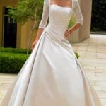 Vestidos com mangas são ideais para casamentos ao ar livre e durante o dia. (Foto: divulgação)