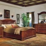 Móveis robustos se destacam no quarto de casal.