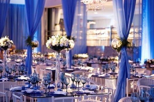 Decoração com azul é moderna e delicada.