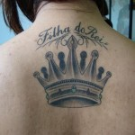 A tatuagem de coroa simboliza a soberania própria e individual sobre a vida. (Foto: divulgação)