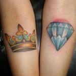 A tatuagem de coroa pode ser feita em qualquer parte do corpo desde que seja de tamanho proporcional. (Foto: divulgação)