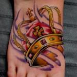 Tatuagem de coroa  com traços firmes e bem feitos. (Foto: divulgação)