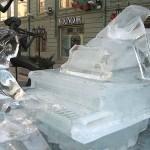 Escultura de pianista no gelo. (Foto: divulgação)