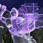 Anjos imponentes e gloriosos viram esculturas de gelo nas mãos dos artistas. (Foto: divulgação)