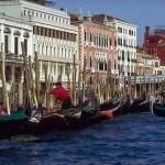 Veneza é toda recortada por canais dando a impressão de ser uma cidade flutuante. (Foto: divulgação)