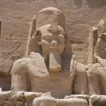Estátuas do faraó Ramsés II, no templo maior de Abu Simbel, na Núbia egípcia (Foto: divulgação)