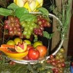 As festas em climas quentes são ideias para fazer decoração com frutas. (Foto: divulgação)