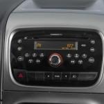 O rádio Connect, com CD, MP3, Bluetooth e USB é um item que pode ser adicionado à picape Strada 2013