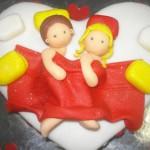 """Bolo personalizado """"Casal em lua de mel"""" (Foto: divulgação)"""