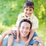 As brincadeiras entre pais e filhos ajudam na interação entre ambos (Foto: divulgação)