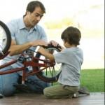 Um pai presente participa de todas as brincadeiras com seus filhos (Foto: divulgação)