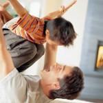 As brincadeiras entre pais e filhos reforçam o amor e a cumplicidade que existe entre ambos (Foto: divulgação)