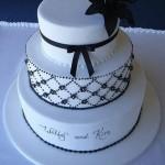 Bolo preto e branco personalizado (Foto: divulgação)