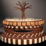 """Bolo de chocolate decorado com tema """"Mundo de Tim Burton (Foto: divulgação)"""