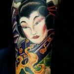Tatuagem de gueixa no braço (Foto: divulgação)