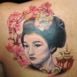Tatuagem de gueixa com flores de cerejeira (Foto: divulgação)