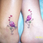 Tatuagem de pássaros no tornozelo (Foto: divulgação)
