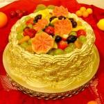 Bolo decorado com goiabas e outras frutas (Foto: divulgação)