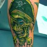 Tatuagem de caveira pirata verde (Foto: divulgação)