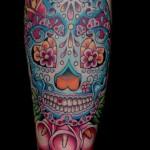 Tatuagem de caveira inspirada na primavera (Foto: divulgação)