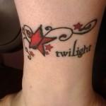 Tatuagem de estrelas vermelha no pulso (Foto: divulgação)