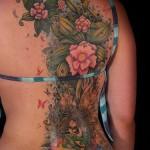 Tatuagem grande de flores (Foto: divulgação)