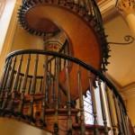 Escada caracol de madeira. (Foto:Divulgação)