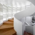 Escada caracol com traços modernos. (Foto:Divulgação)