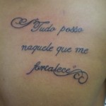 Tatuagem escrita masculina (Foto: divulgação)