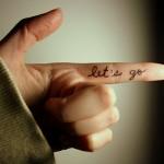 Tatuagem escrita no dedo (Foto: divulgação)