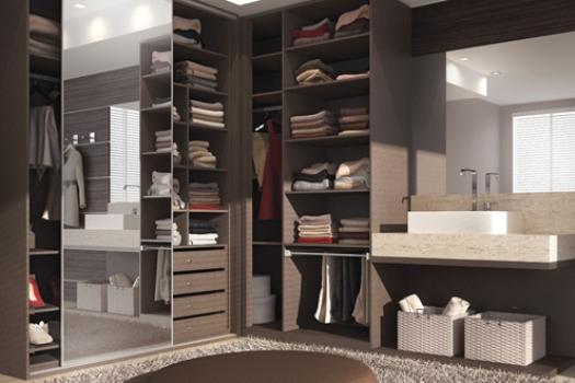 O guarda-roupa planejado aproveita o espaço do cômodo e facilita a organização. (Foto:Divulgação)