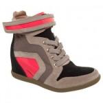 Sneaker Esdra Recortes Verniz é lindo e confortável aos pés.(Foto: Divulgação)
