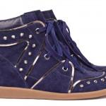 Sneaker azul com tachinhas. (Foto:Divulgação)