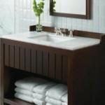 A madeira deixa o banheiro com um visual mais íntimo e sofisticado. (Foto:Divulgação)