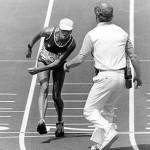 A imagem da maratonista suíça Gabrielle Andersen, chegando completamente desidratada, desorientada e cambaleante no último evento das Olimpíadas de 1984, é uma das mais marcantes dos Jogos Olímpicos.(Foto: Divulgação)